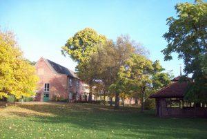 Jugendherberge Malchow -Außengelände im Herbst