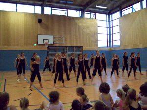Tanztraining in der Turnhalle