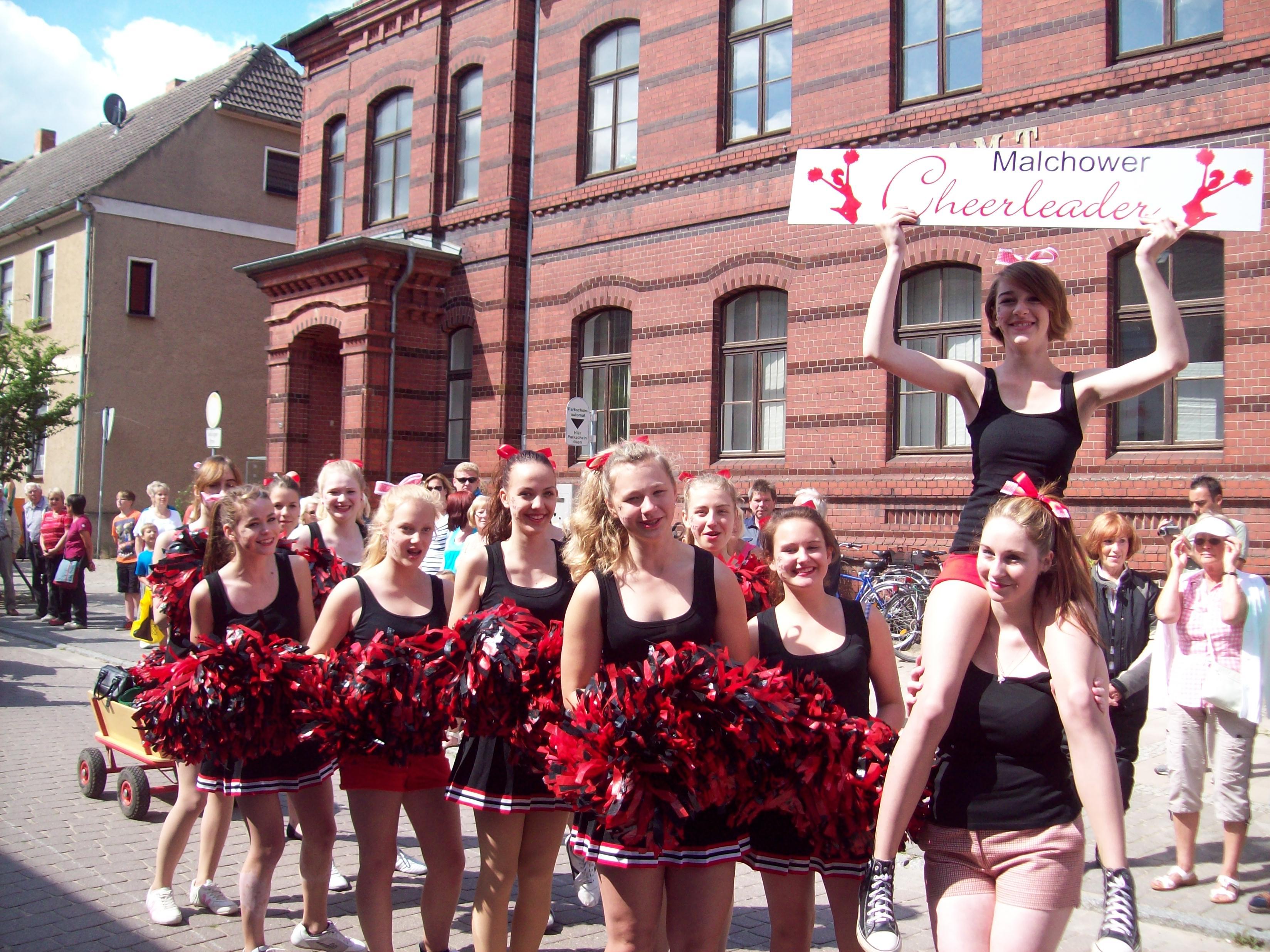Die Malchower Cheerleader auf dem Volksfest in Malchow